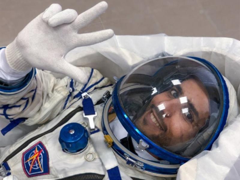 На арапскиот космонаут на МВС му се зголемила главата