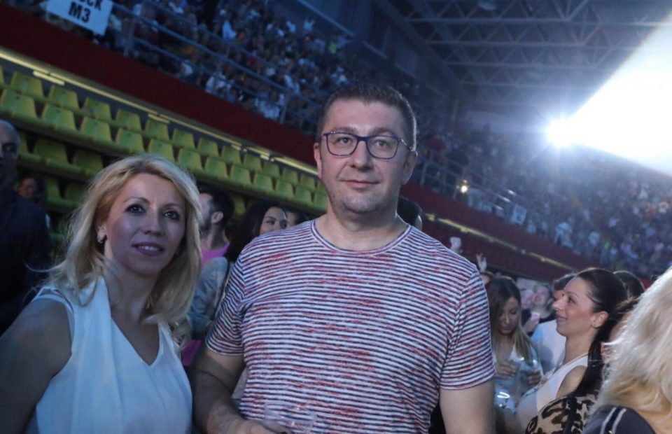 ФОТО: Христијан Мицкоски присуствуваше на концертот на Ерос Рамацоти
