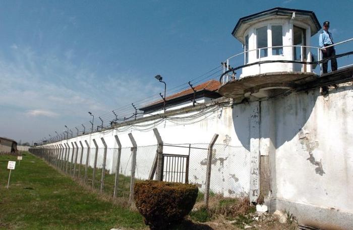 Скопјанка се обидела да влезе на посета во Идризово со фалц лична карта
