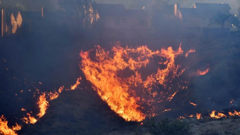 Шумски пожар во Калифорнија, евакуирани 50.000 лица