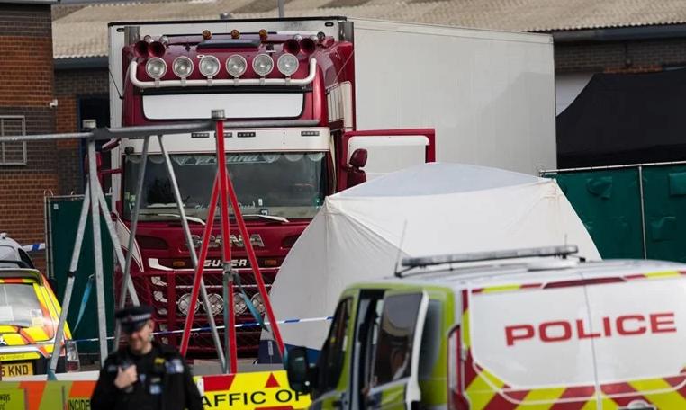 КРАЈ НА САГАТА: Британската полиција откри од која земја се 39 лица кои беа пронајдени во камионот на смртта