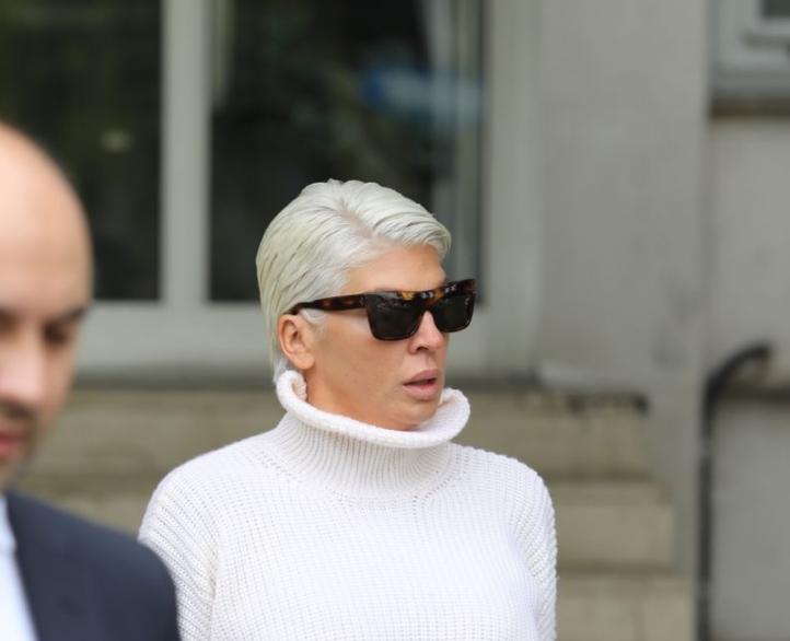 Повторно направи скандал на судењето: Карлеуша неодамна нападна фоторепортер, а сега со овој безобразен гест се надмина себе си (ФОТО)