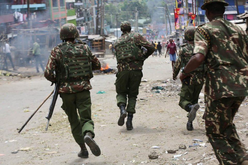 Во експлозија во Кенија загинаа 11 полицајци