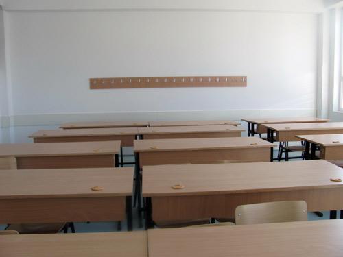 """Учениците во ОУ """"Свети Климент Охридски"""" во Бутел ја бојкотираат наставата"""