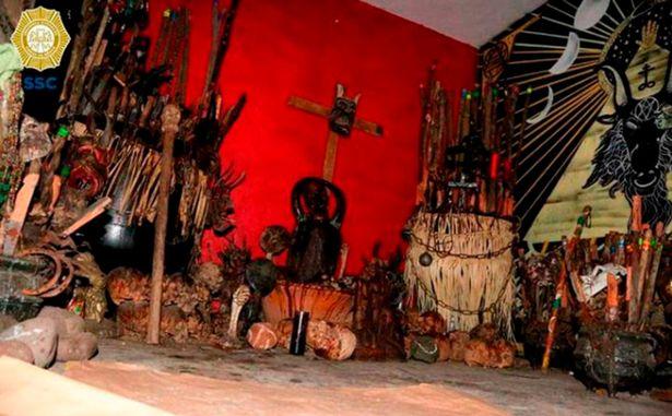 ФОТО: Пронајдени над 40 черепи, коски и фетус во засолниште на мексикански криумчари