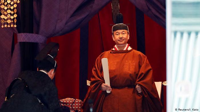 ФОТО+ВИДЕО: Јапонскиот цар Нарухито го презеде Престолот на хризантемите