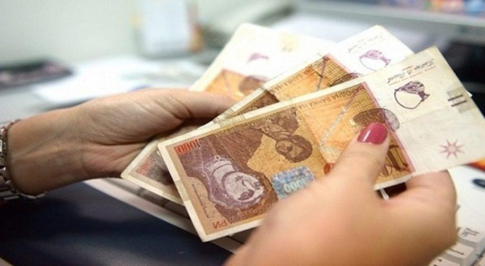 Граѓаните штедат во денари и парите ги чуваат во банки