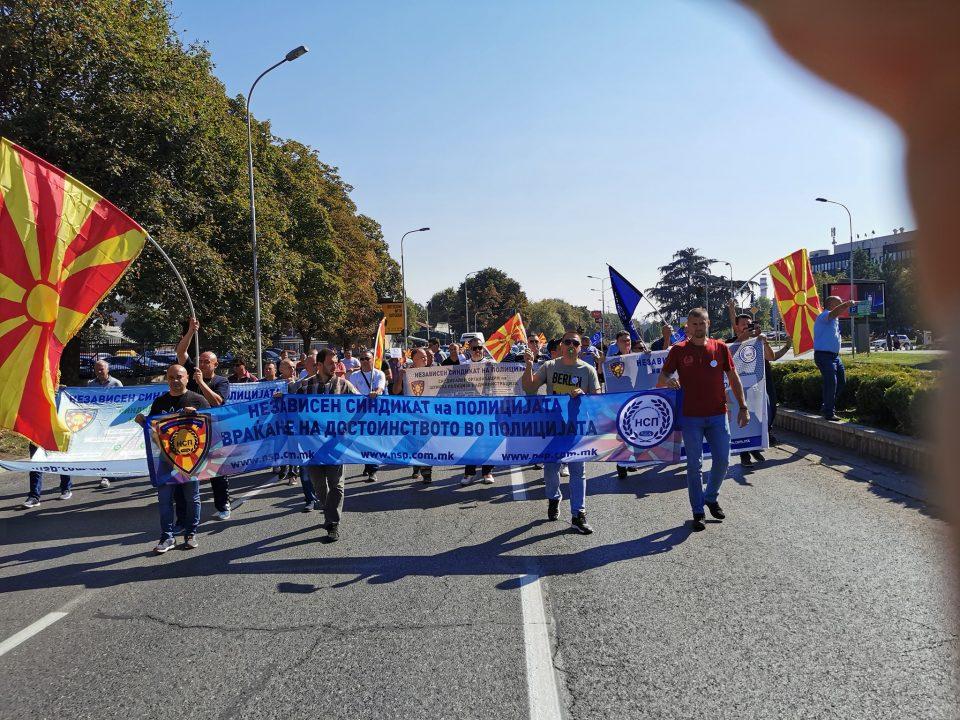 ВО ЖИВО: Протест на независниот синдикат на полицијата – испратен ултиматум од 15 дена за покачување на платите