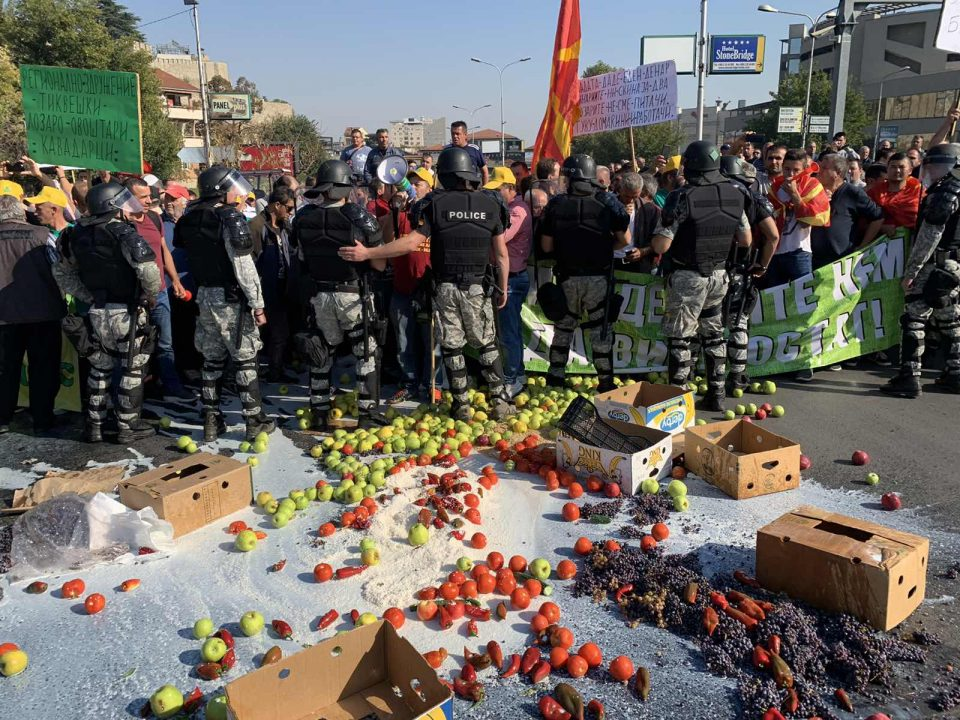 КУРИР ексклузивно го објавува новиот закон за јавни собири: Државата тоне, власта ќе забранува протести?