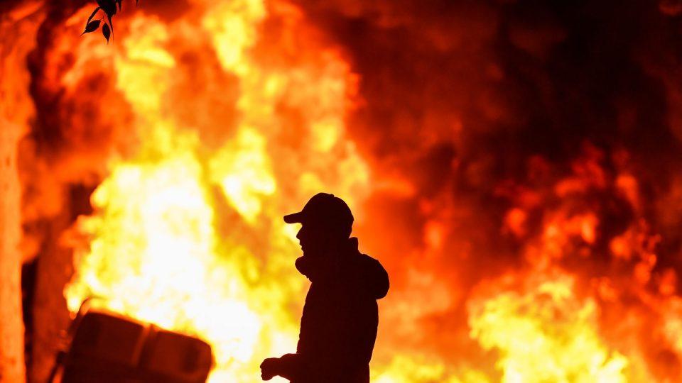 ВИДЕО: Нови судири на протестите во Барселона, повредени стотици полицајци и демонстранти