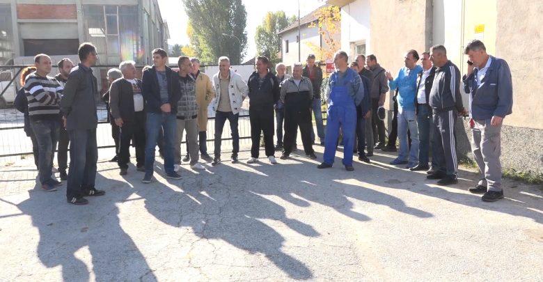 """Работниците во """"Еурокомпозит"""" на протест за плата"""