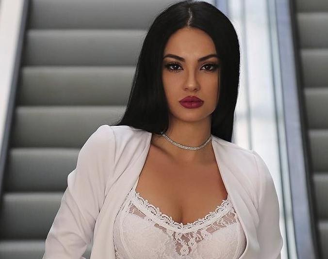 Најзгодната адвокатка на Балканот доаѓа од Албанија, а кога ќе ги видите нејзините фотографии ќе занемите (ФОТО)