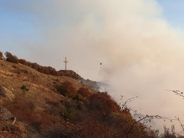 "Пожарот кај Крушево опасно блиску до манастирот ""Свето Преображение"""