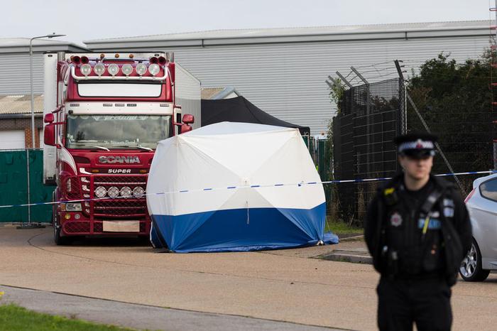 Уште две лица уапсени во врска со смртта на 39 лица во камион во Англија