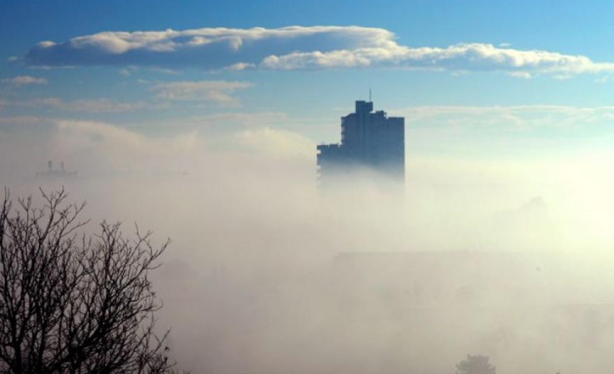 СКОПЈЕ ВО ТОП 3 ВО СВЕТОТ: Главниот град на Македонија енормно загаден, граѓаните се гушат (ФОТО)