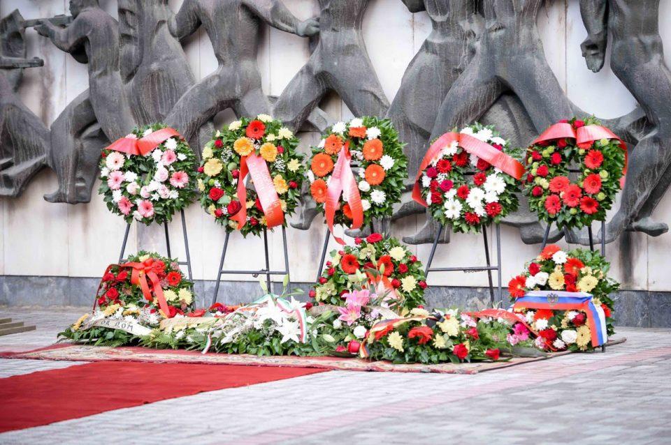 По повод 11 Октомври положено цвеќе на Партизанските гробишта во Бутел