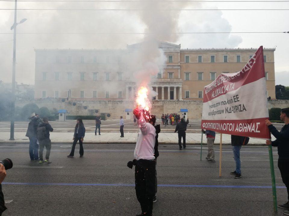 Инциденти на студентскиот протест во Атина (ФОТО)