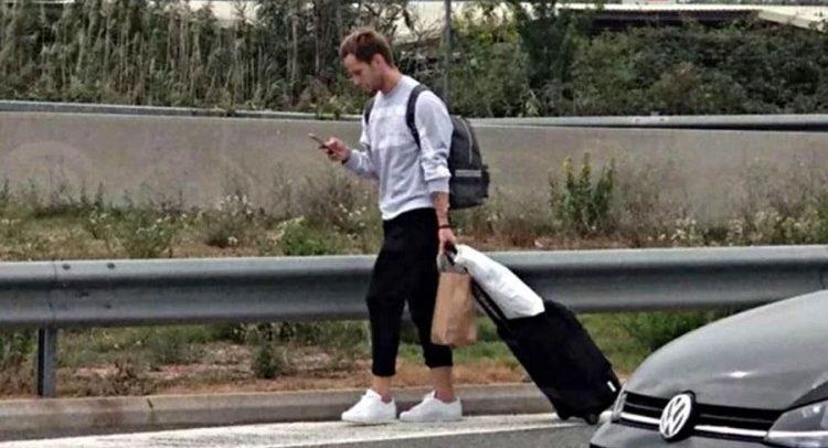 ФОТО: Ракитиќ пешки тргна накај својот дом во Барселона