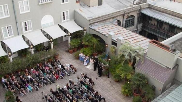 Венчавката ја фотографирале од воздух, потоа останале во шок (ФОТО)