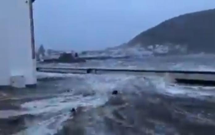 (ВИДЕО) Ураган со јачина од 145 километри на час и се заканува на Европа