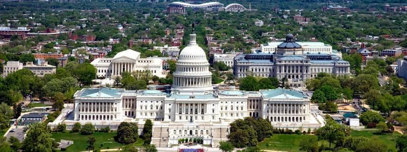 Пелоси: Казни од 10.000 долари за конгресмените кои ќе одбегнуваат да бидат претресени на влезот во Капитол