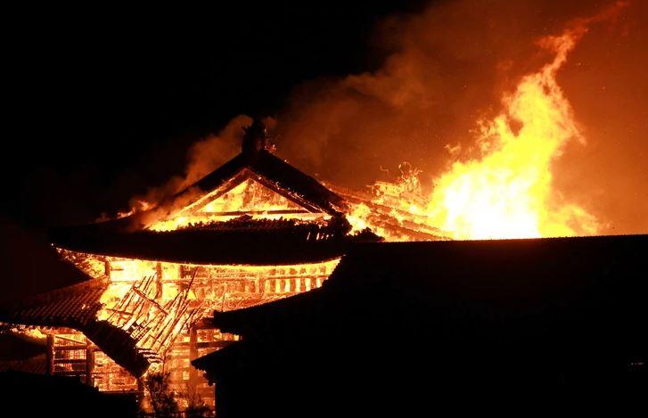 ВИДЕО: Изгоре јапонскиот историски замок Шури