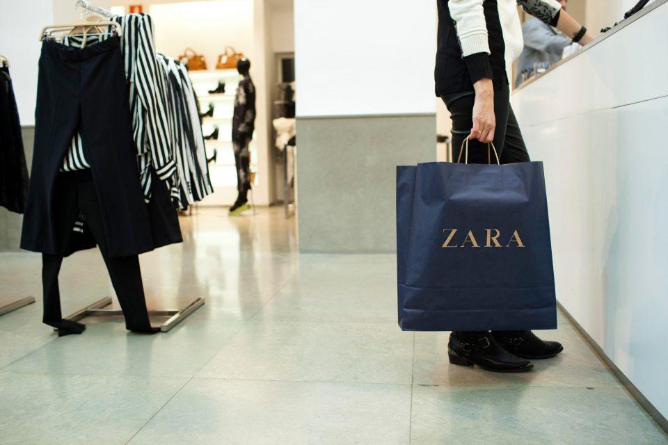 """Затвор и забрана за влез во """"Зара"""" за девојка која постојано враќала облека"""