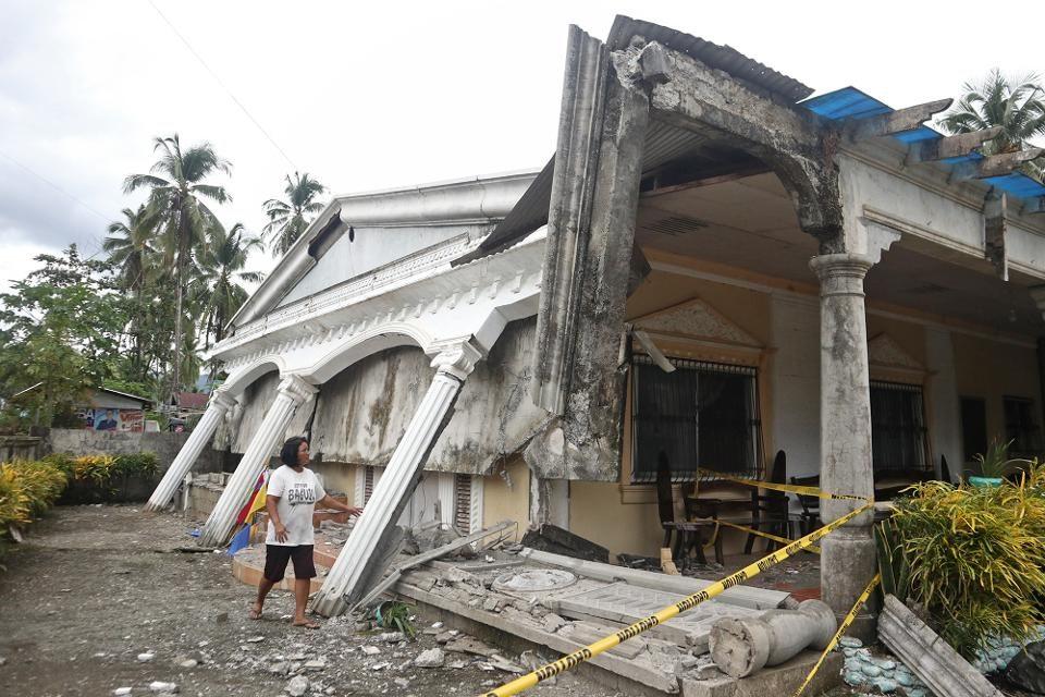Најмалку пет загинати лица во земјотресот на Филипини