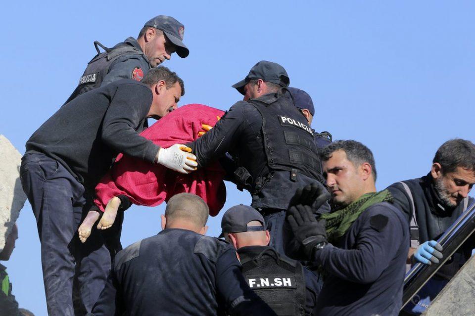 Најмалку 18 загинати во земјотресот во Албанија, цела Европа праќа помош