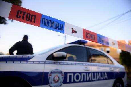 Пукање во средно училиште во Србија: Влетал во училница со автоматска пушка