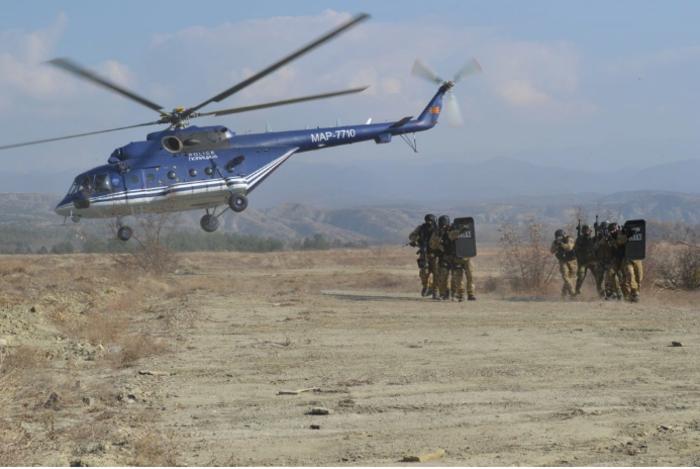 Кавадарци опколено со специјалци, полициските кучиња на терен, хеликоптерот го надлетува градот…