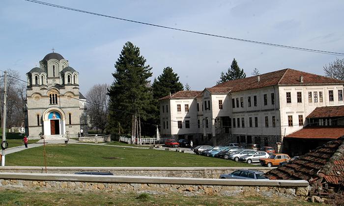 Пожар во манастирскиот комплекс во Лешок