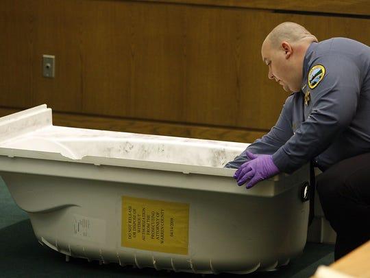 Убиле бездомничка во нивната када, со цел да дојдат до нејзините пари