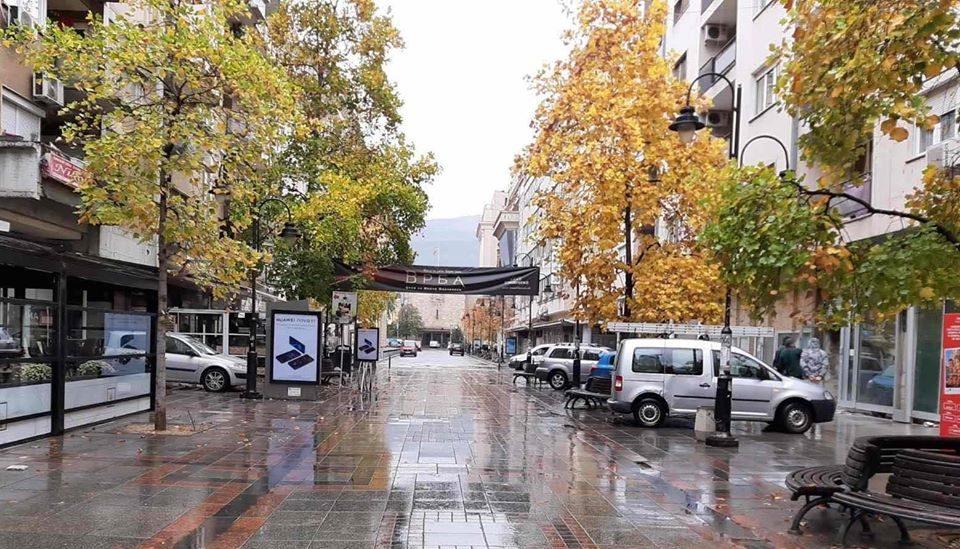 ФОТО: Бесплатен паркинг на ул. Македонија, надлежните никаде ги нема!