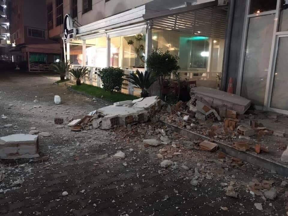 ФОТО: Паднати згради, загинати луѓе, хаос во Албанија, епилог од земјотресите