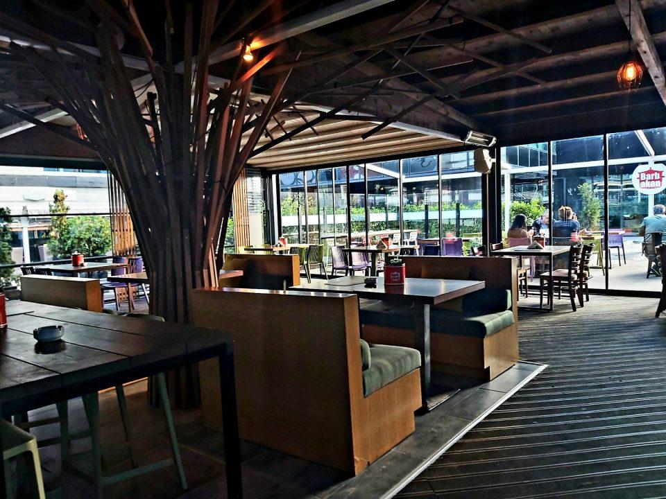 Урбаната нова тераса на Барбакан ве чека на кафе муабет