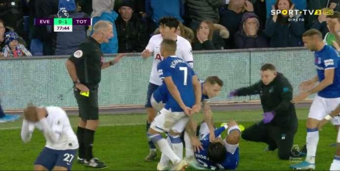 Вистински хорорр на натпреварот Евертон – Тотенхем: Сон му скрши нога на Андре Гомеш (ВОЗНЕМИРУВАЧКО ВИДЕО)