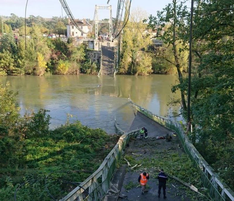 Се урна мост во Франција, едно лице загина а девет се исчезнати (ВИДЕО)