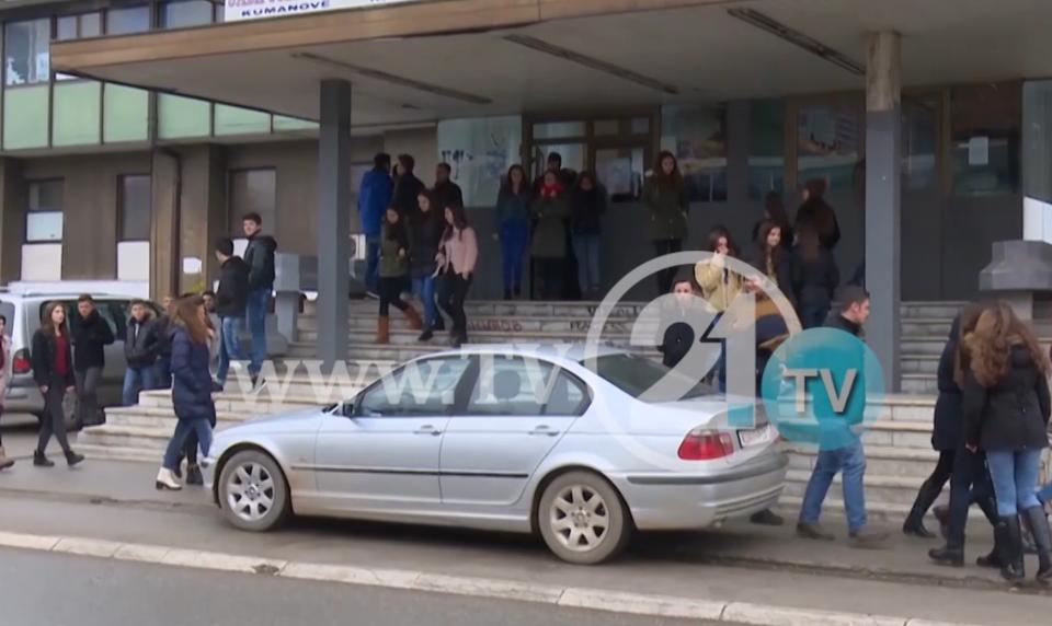 ТВ21: Наставниците со намалени плати, градоначалникот на Куманово ја обвинува Владата