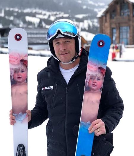 """Голема радост по трагедијата во домот на славниот скијач: """"Моето девојче од небото ми ги прати овие подароци"""" (ЕМОТИВНО ФОТО)"""