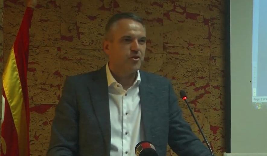 Секретарот на општина Кочани призна: Во општината има луѓе кои што се вработени, а ги нема во канцелариите