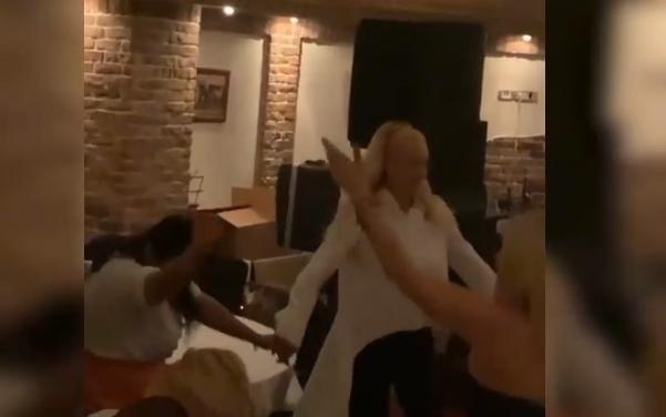 Рака под рака: Лепа Брена и Александра Пријовиќ заиграа оро во домот на пејачката за време на прославата на Св. Архангел Михаил (ФОТО)