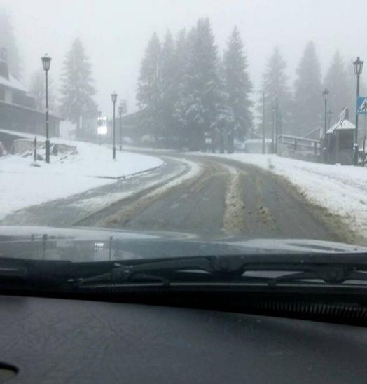 Утрово падна првиот снег на ова зимско туристичко место во соседството- во Македонија снегот доаѓа за неколку дена! (ФОТО)