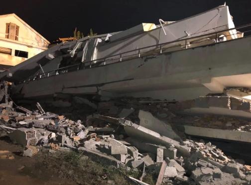 Преживеал два дена под рушевините во Албанија: Во драматична акција 33- годишен маж извлечен жив