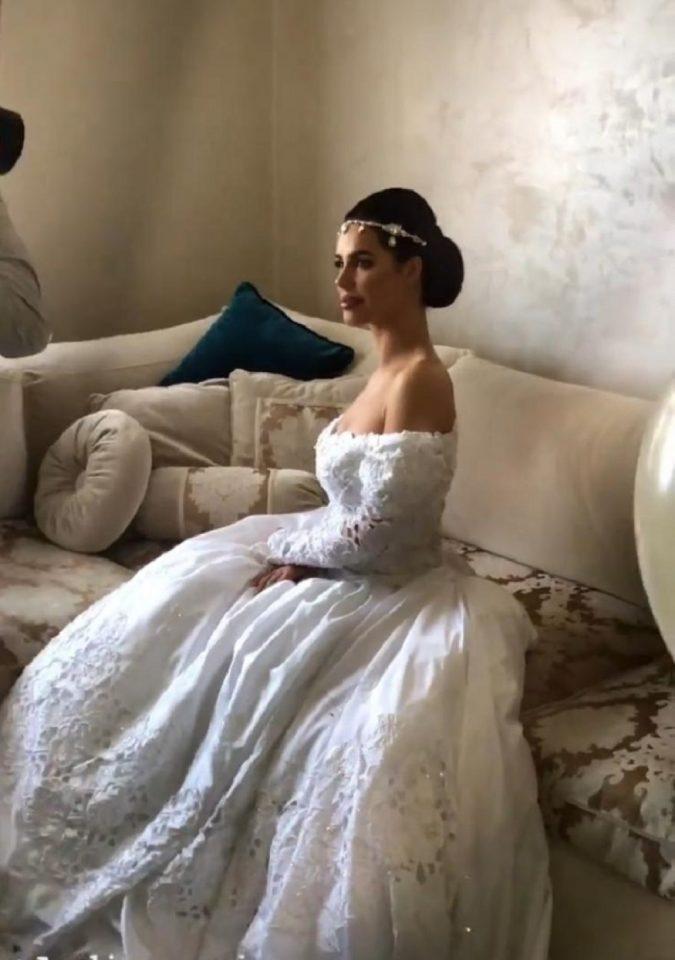 Трета невеста во истата венчаница: По Цеца пред Богдана и оваа жена го има носено истиот невестински фустан кој е стар 24 години (ФОТО)