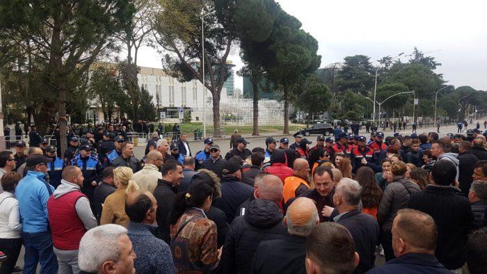 Тензично во Албанија: Доколку се смени Уставот, претседателот со народот ќе влезе во Собрание