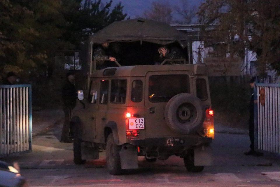(ФОТО) Војската пристигна во Охис: Пoлк на единица на армијата за Нуклеарно хемиско и биолошко оружје ја caнира состојбата