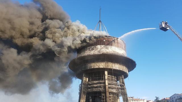 ВИДЕО: Голем пожар во Астрономскиот центар во Анкара