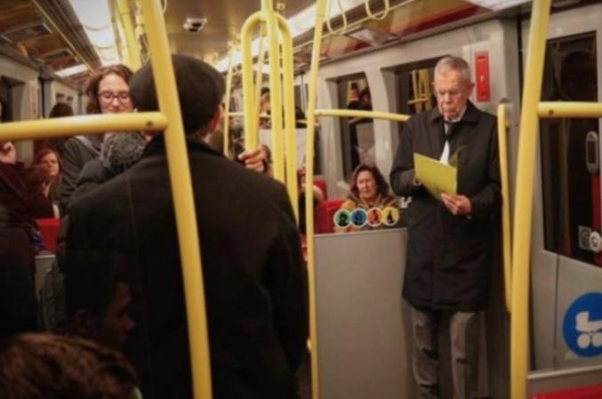 Претседателот на Австрија се вози со метро во Виена, како секој друг граѓанин во тој град