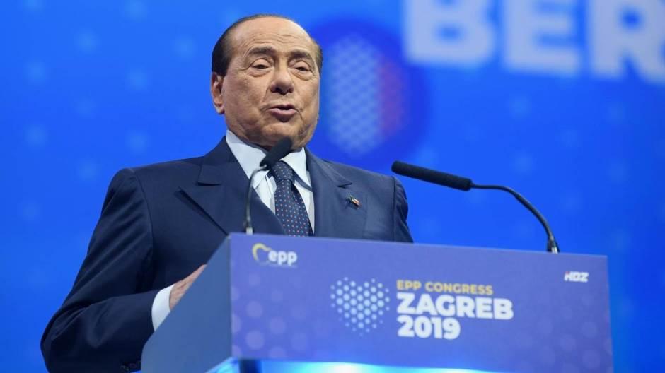 Берлускони итно префрлен во болница, паднал на конгресот на ЕПП во Загреб